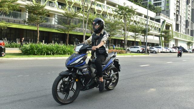 Cựu thành viên nhóm 365 trải nghiệmSYMStar SR 170 - Xe côn tay nhập khẩu tại Việt Nam