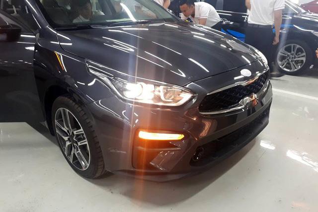 Lộ ảnh chi tiết nội, ngoại thất 2 phiên bản Kia Cerato 2019 tại đại lý trước ngày ra mắt - Ảnh 3.