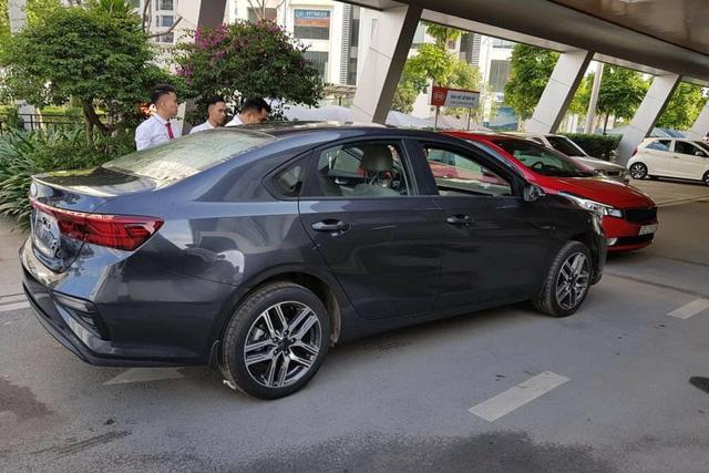 Lộ ảnh chi tiết nội, ngoại thất 2 phiên bản Kia Cerato 2019 tại đại lý trước ngày ra mắt - Ảnh 6.