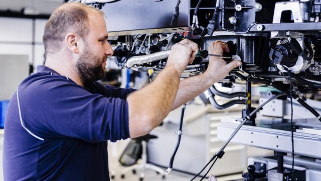 Cùng Shmee150 khám phá nhà máy sản xuất siêu xe Bugatti Chiron - Ảnh 14.