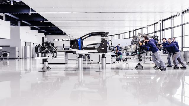 Cùng Shmee150 khám phá nhà máy sản xuất siêu xe Bugatti Chiron - Ảnh 3.