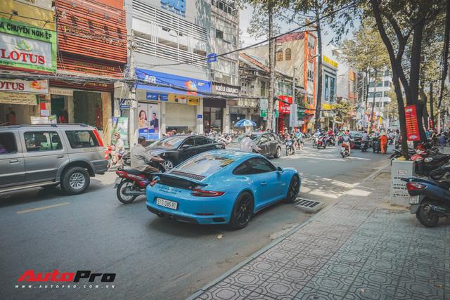 Porsche 911 Carrera GTS màu xanh dương độc đáo của dân chơi Sài Thành - Ảnh 7.