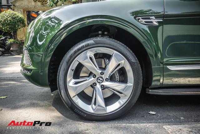 Bentley Bentayga màu xanh lục độc nhất Việt Nam tái xuất trên phố Sài Gòn - Ảnh 7.