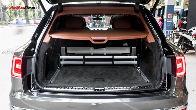 Bentley Bentayga First Edition khoác lớp decal chrome chói lóa của dân chơi Hà Nội - Ảnh 12.