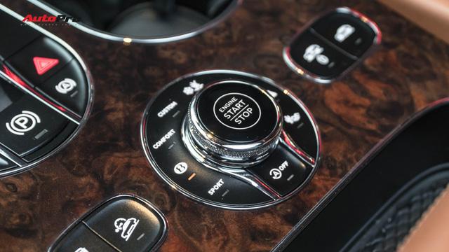 Bentley Bentayga First Edition khoác lớp decal chrome chói lóa của dân chơi Hà Nội - Ảnh 3.