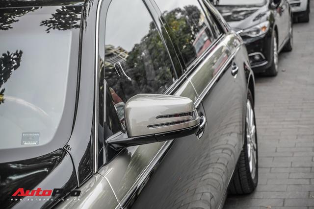 Xe siêu sang Maybach 62S hai tông màu độc đáo của đại gia Sài Gòn - Ảnh 6.