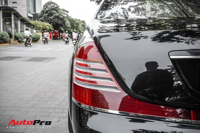 Xe siêu sang Maybach 62S hai tông màu độc đáo của đại gia Sài Gòn - Ảnh 8.
