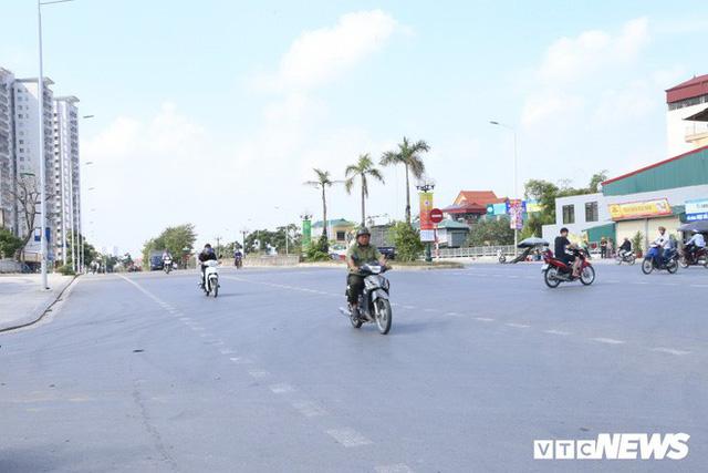 Ảnh: Cận cảnh phố 8 làn xe ở Hà Nội mang tên nhà tư sản Trịnh Văn Bô - Ảnh 3.