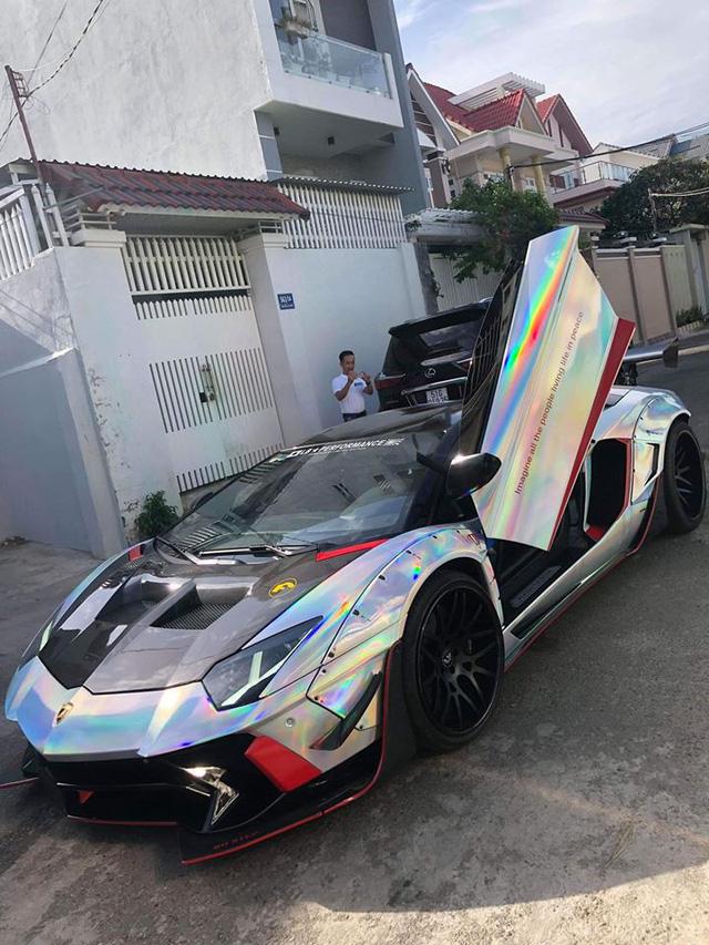 Lamborghini Aventador độc nhất Việt Nam đổi màu 7 sắc cầu vồng - Ảnh 1.