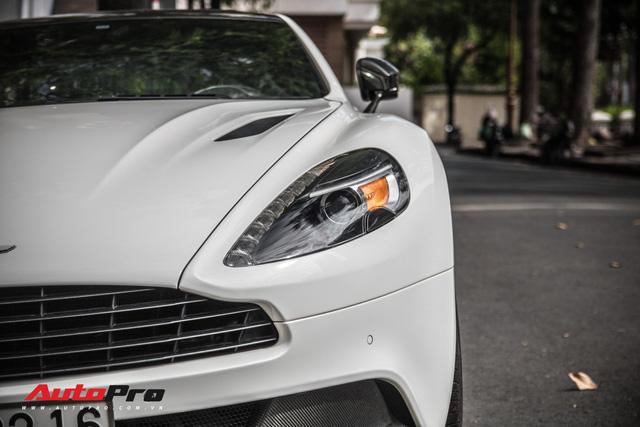 Aston Martin Vanquish Carbon Edition - Xe Anh khó lỗi thời của đại gia Việt - Ảnh 6.