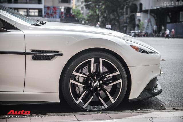 Aston Martin Vanquish Carbon Edition - Xe Anh khó lỗi thời của đại gia Việt - Ảnh 7.