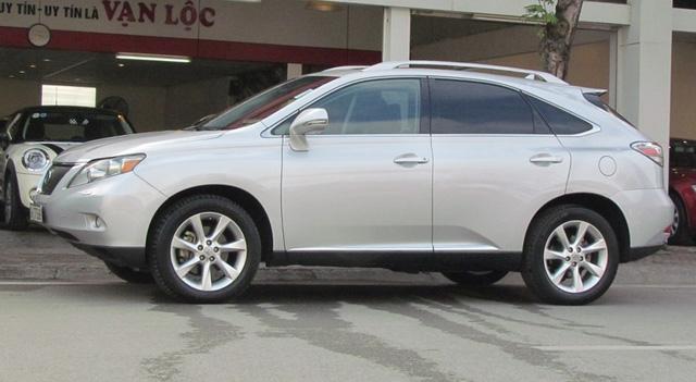 SUV hạng sang Lexus RX350 đi 7 năm bán lại vẫn gần 2 tỷ đồng - Ảnh 1.