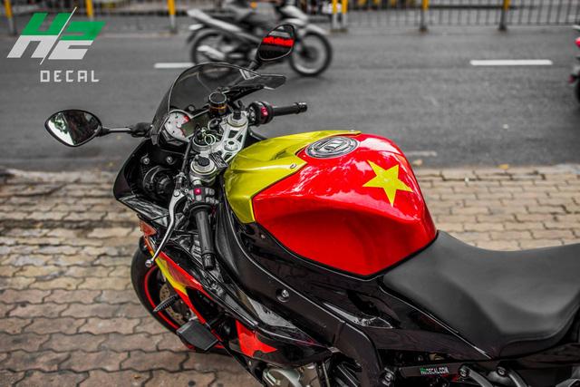 BMW S1000RR lên tem cờ đỏ sao vàng cổ vũ U23 Việt Nam đá bán kết - Ảnh 3.