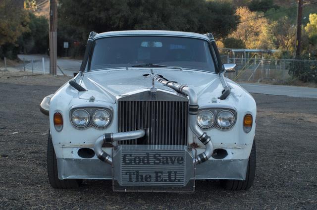 Xe siêu sang Rolls-Royce độ như xe phế liệu, dùng hộp số Ford, vành Porsche - Ảnh 4.