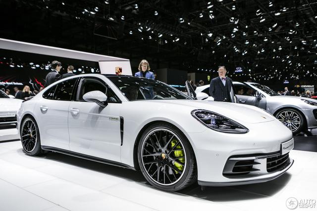 Porsche bán xe kỷ lục trong năm 2017 - Ảnh 1.