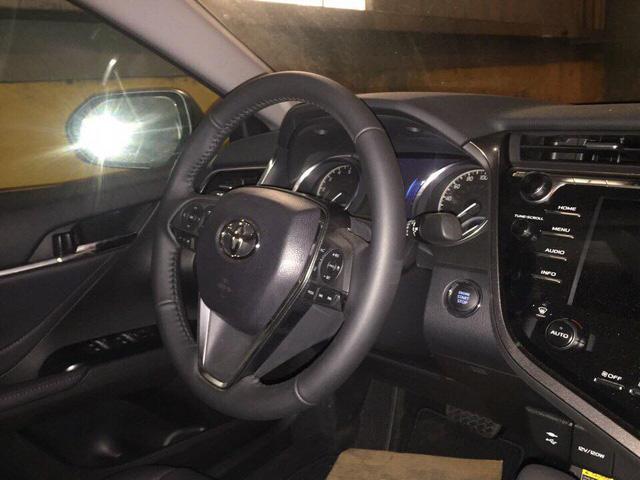 Toyota Camry 2018 vừa về Việt Nam được bán giá cao hơn Mercedes-Benz E200 - Ảnh 2.