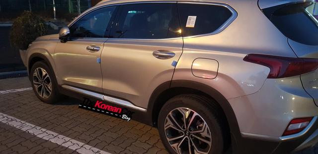 Hyundai Santa Fe 2019 tiếp tục lộ ảnh thực tế - Ảnh 3.