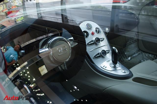 Bugatti Veyron độc nhất Việt Nam bất ngờ ra phố tắm nắng trước thềm năm mới - Ảnh 9.