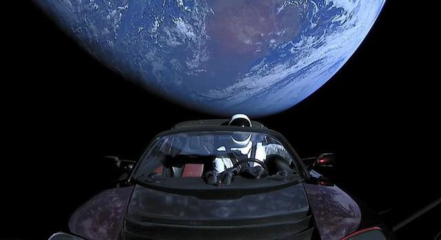 Trên chiếc Tesla mà Elon Musk vừa phóng lên Vũ trụ, có một kiện hàng bí mật có thể tồn tại cả tỷ năm - Ảnh 1.