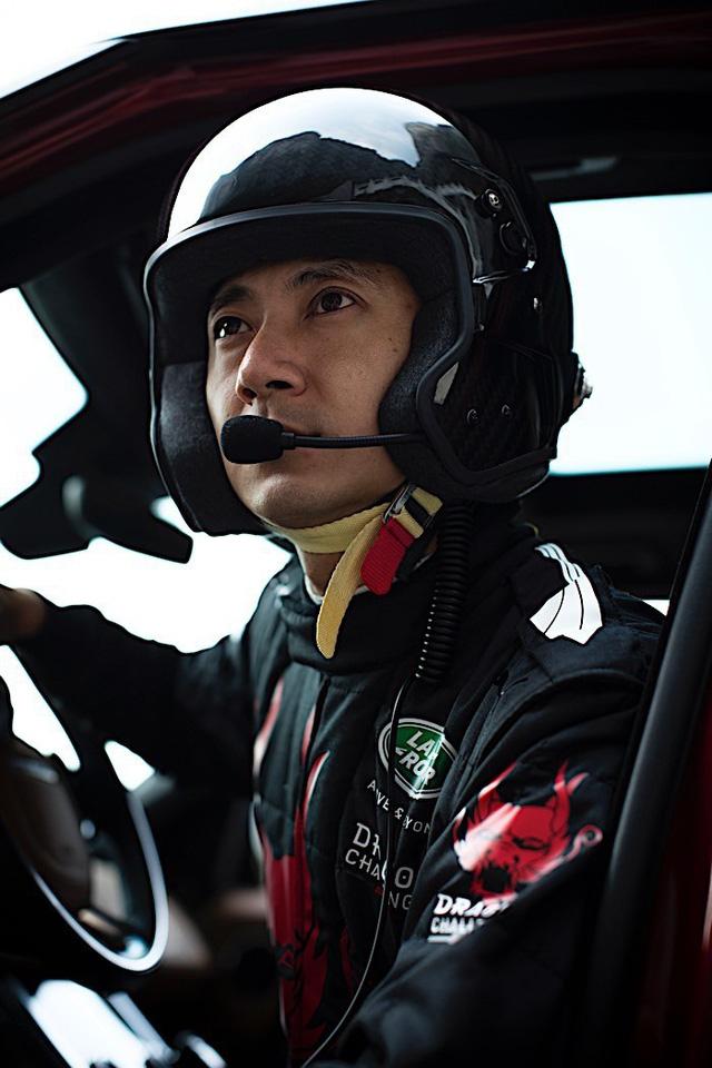 Vượt 999 bậc thang dốc 45 độ, Range Rover Sport chinh phục núi Thiên Môn - Ảnh 8.