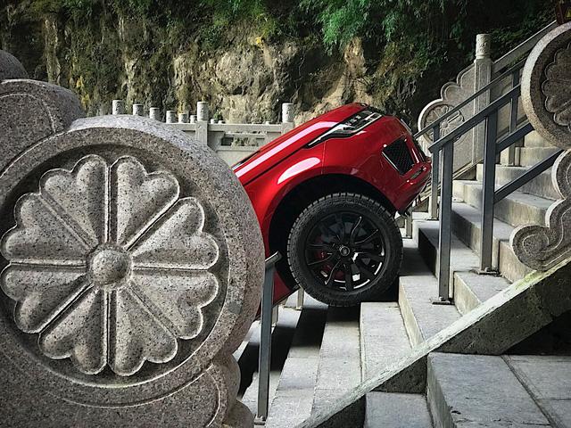 Vượt 999 bậc thang dốc 45 độ, Range Rover Sport chinh phục núi Thiên Môn - Ảnh 4.