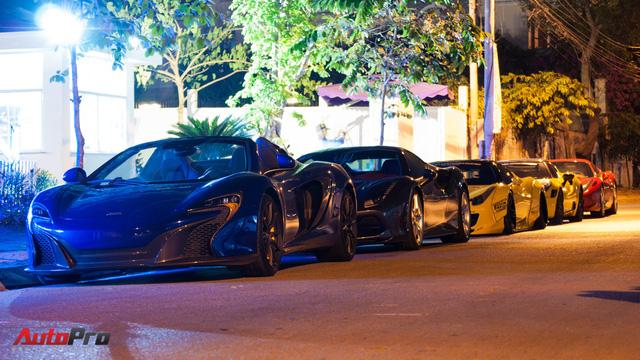 Dàn siêu xe của đại gia Sài Gòn xuống phố đêm 28 Tết - Ảnh 1.