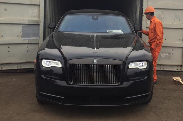 Siêu phẩm Rolls-Royce Wraith Black Badge đầu tiên về Việt Nam - Ảnh 5.
