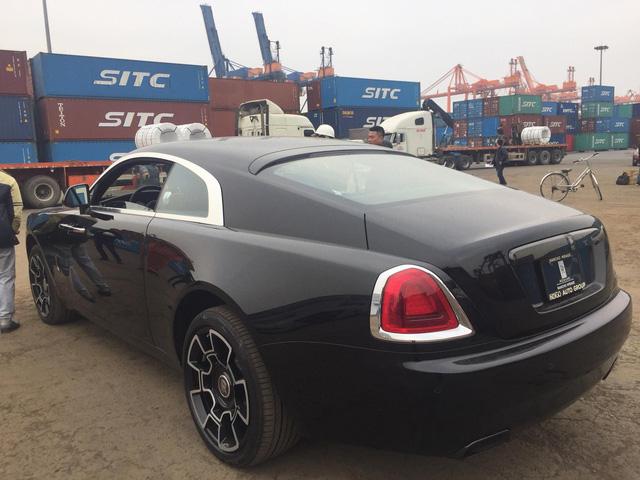Siêu phẩm Rolls-Royce Wraith Black Badge đầu tiên về Việt Nam - Ảnh 10.