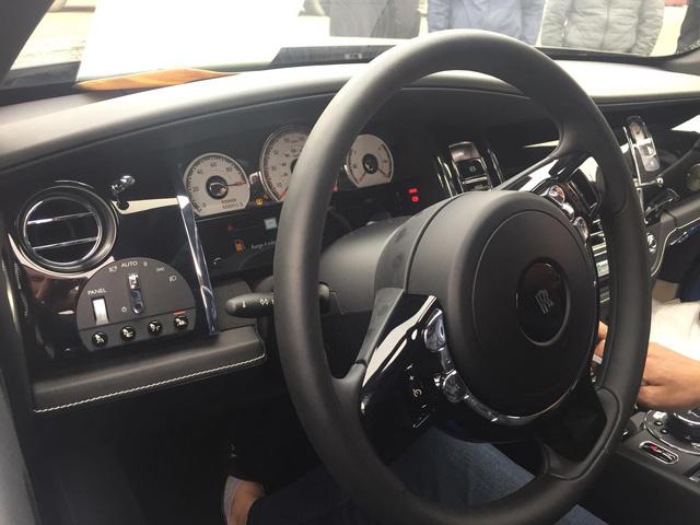 Siêu phẩm Rolls-Royce Wraith Black Badge đầu tiên về Việt Nam - Ảnh 9.