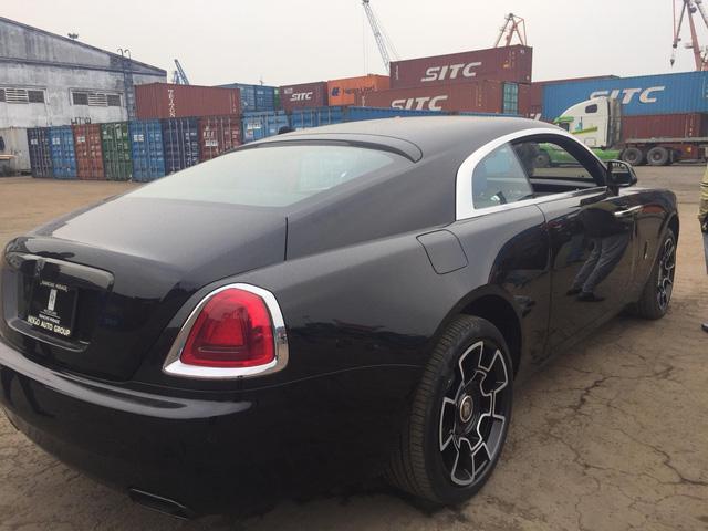 Siêu phẩm Rolls-Royce Wraith Black Badge đầu tiên về Việt Nam - Ảnh 7.