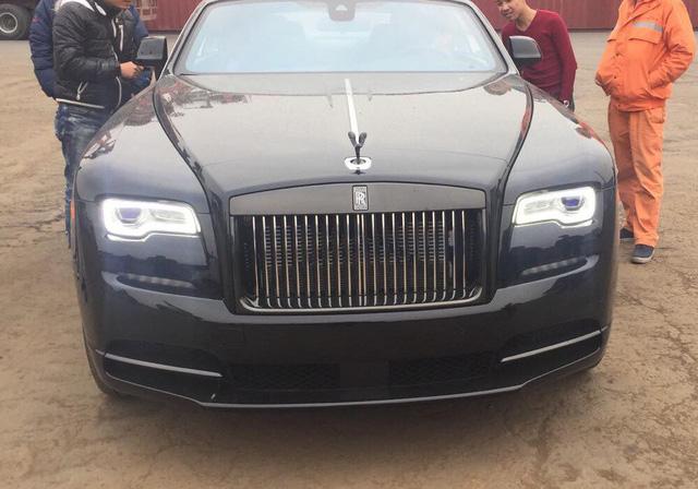 Siêu phẩm Rolls-Royce Wraith Black Badge đầu tiên về Việt Nam - Ảnh 6.