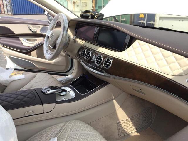 Limousine siêu sang Mercedes-Maybach S600 Pullman đầu tiên về Việt Nam - Ảnh 8.