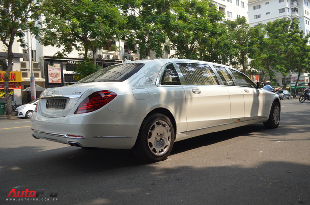 Vừa thông quan, Mercedes-Maybach S600 Pullman đầu tiên Việt Nam đã lượn phố - Ảnh 9.