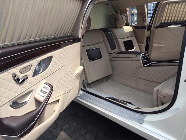 Vừa thông quan, Mercedes-Maybach S600 Pullman đầu tiên Việt Nam đã lượn phố - Ảnh 7.