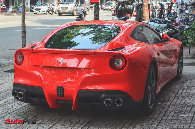 A�ng cha�� cA� phA? Trung NguyA?n ta?�u siA?u xe Ferrari F12berlinetta ch??i Ta??t - a??nh 6.
