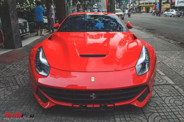 A�ng cha�� cA� phA? Trung NguyA?n ta?�u siA?u xe Ferrari F12berlinetta ch??i Ta??t - a??nh 1.
