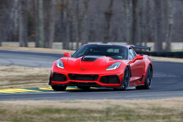 Thợ cơ khí lái Chervolet Corvette ZR1 2019 đánh bại tay đua lái siêu xe Ford GT - Ảnh 2.