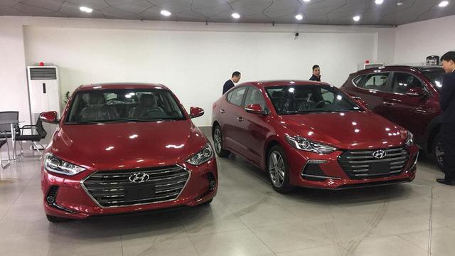 """Hyundai Elantra Sport """"cháy hàng"""", nhân viên tranh thủ chào giá cao để chốt lời trước Tết - Ảnh 1."""