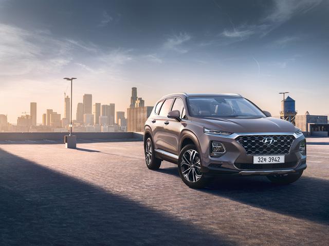 Hyundai công bố ảnh thực tế và chốt lịch ra mắt Santa Fe 2019 - Ảnh 1.