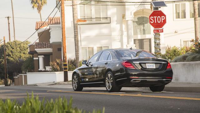 Xe Mercedes-Benz sẽ được dùng làm taxi tự lái hạng sang đầu tiên - Ảnh 1.