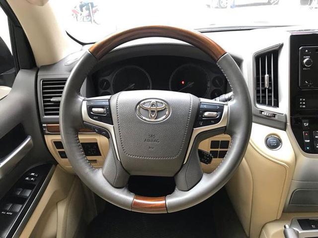 Toyota Land Cruiser VX 2016 lăn bánh 25.000km rao bán lại giá 3,8 tỷ đồng - Ảnh 11.