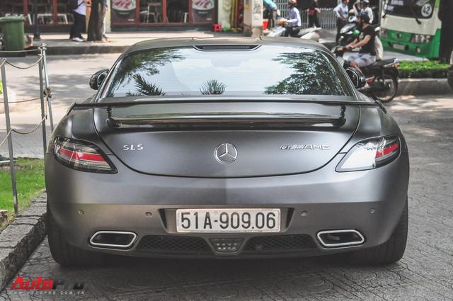Mercedes SLS AMG GT Final Edition của nhà chồng Hà Tăng tái xuất trên phố ngày cận Tết - Ảnh 2.