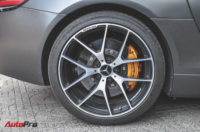 Mercedes SLS AMG GT Final Edition của nhà chồng Hà Tăng tái xuất trên phố ngày cận Tết - Ảnh 10.