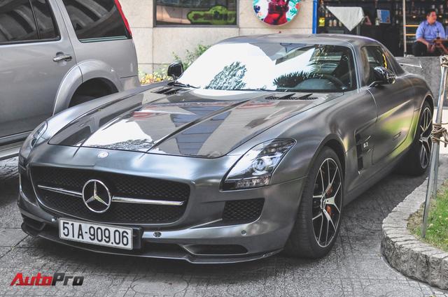 Mercedes SLS AMG GT Final Edition của nhà chồng Hà Tăng tái xuất trên phố ngày cận Tết - Ảnh 4.