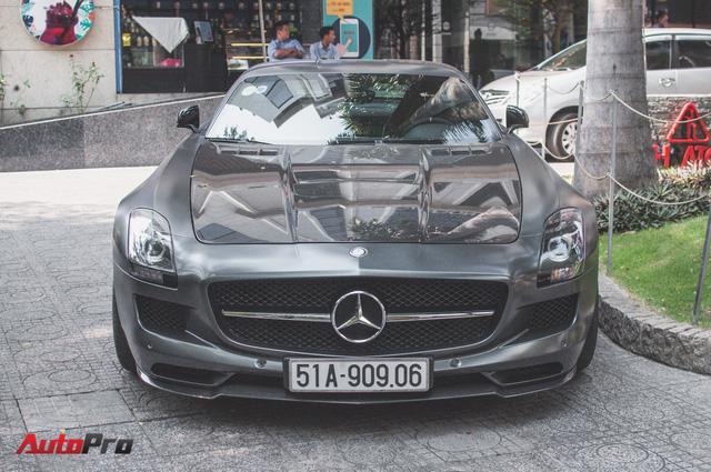 Mercedes SLS AMG GT Final Edition của nhà chồng Hà Tăng tái xuất trên phố ngày cận Tết - Ảnh 3.