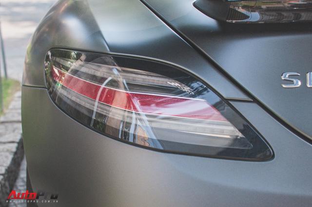 Mercedes SLS AMG GT Final Edition của nhà chồng Hà Tăng tái xuất trên phố ngày cận Tết - Ảnh 9.