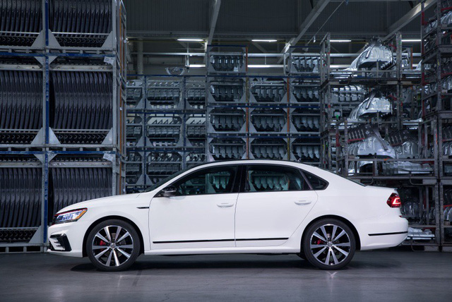 Volkswagen Passat GT trình làng tại Detroit 2018 - Ảnh 4.