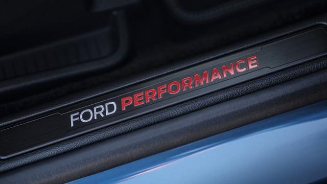 Ford cho ra lò mẫu SUV hiệu suất cao ST Performance đầu tay - ảnh 6