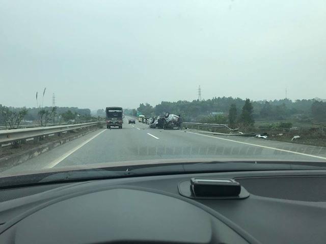 Toyota Fortuner gặp tai nạn, lật ngửa đầu năm mới - Ảnh 1.