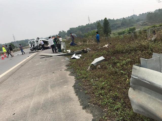 Toyota Fortuner gặp tai nạn, lật ngửa đầu năm mới - Ảnh 2.
